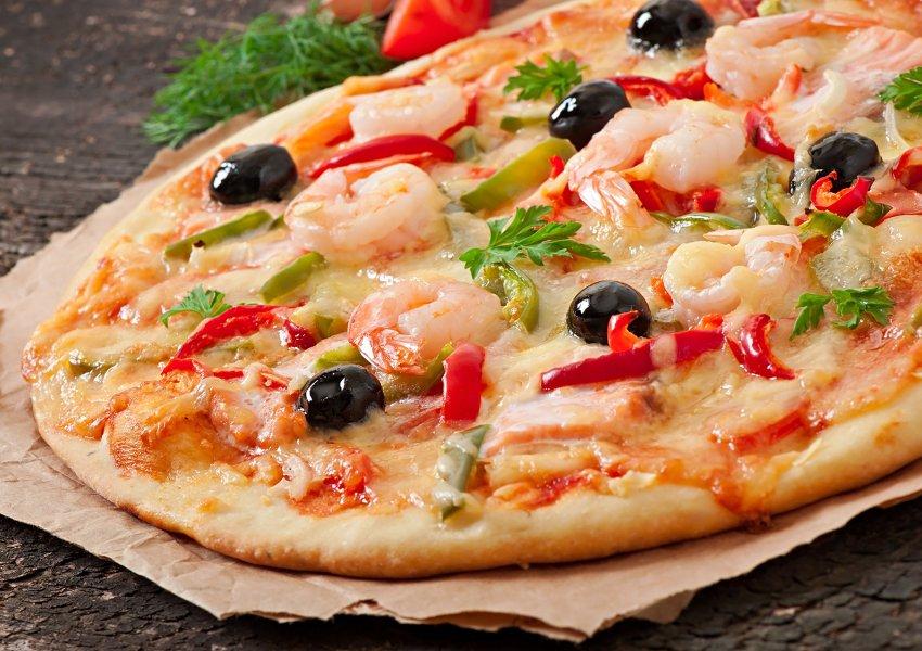 Pizza de Camarão a Moda Mediterrânea